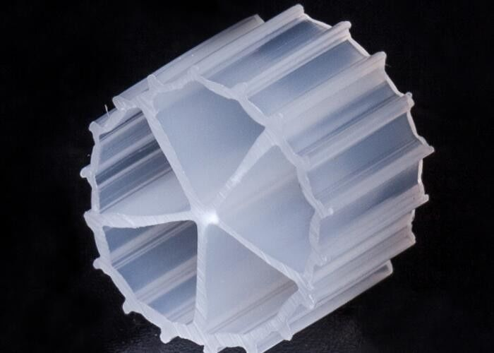 White Color Floating Filter Media With Virgin HDPE Material For Sewage Treatment